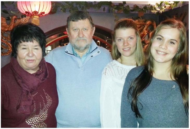 Medisinerstudentene Vilde og Julie har hatt pasientsamtale med ekteparet Jan og Inger-Mai Skotnes