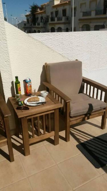 Tid for laang lunsj på balkongen! Foto: Arne Ingvaldsen.