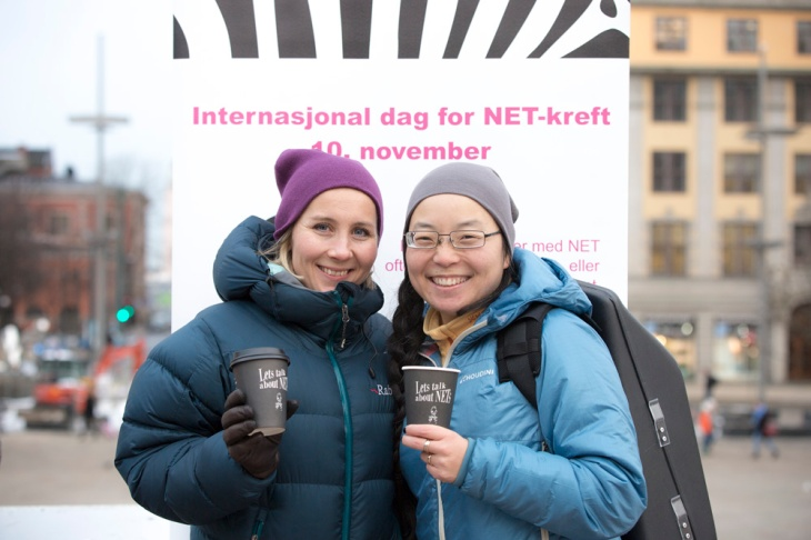 Utdeling av kaffe på Jernbanetorget, Oslo S, på NET-kreft dagen torsdag 10. november 2016! Foto: Tomy Hoang